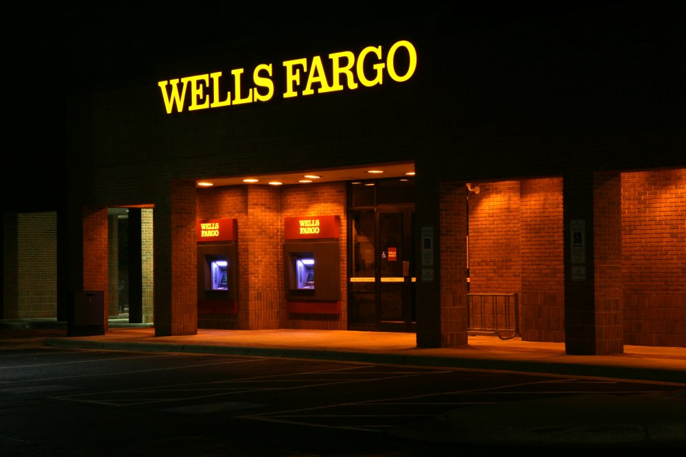 Wells Fargo Advisor Headcount Drops Again - Blog - Eccleston Law